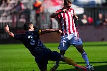 MEZI NEJLEPŠÍ VIKTORIÁNY patřil v utkání s Opavou záložník Zdeněk Folprecht.