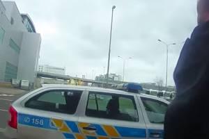 Policisté dopadli muže, který létal do Prahy, v bezcelní zóně opakovaně kradl a poté ihned odlétal pryč.