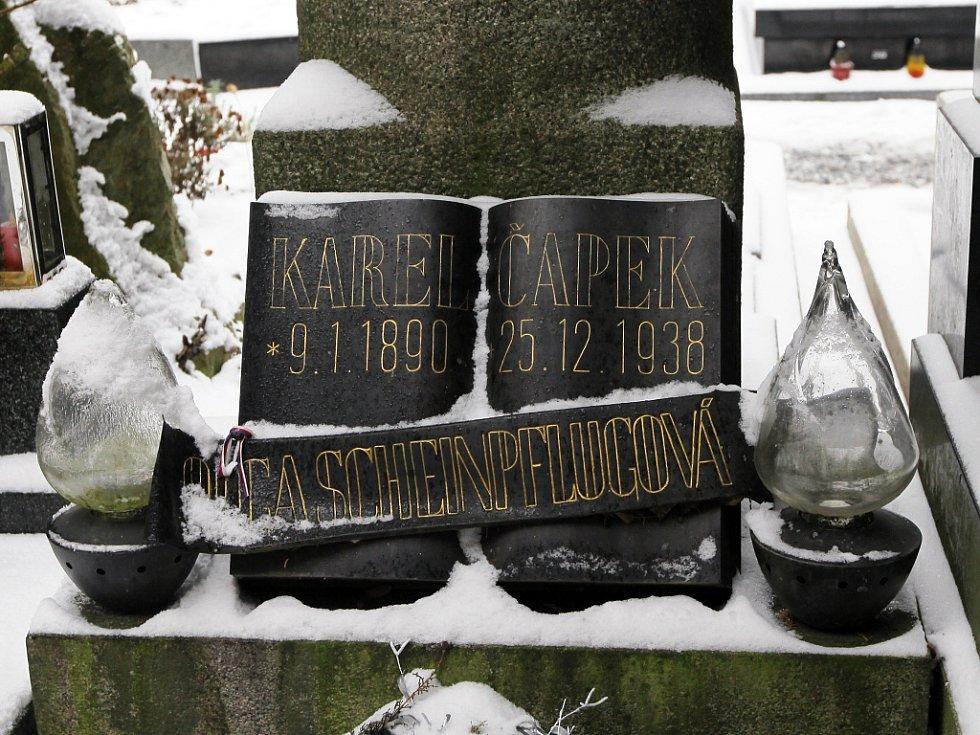 Praha neznámá – hrob Karla Čapka na Vyšehradě.