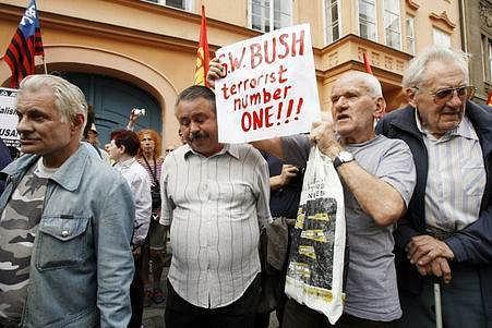 Protestní akci proti umístění americké základny na území ČR uspořádal také Komunistický svaz mládeže a Pražská rada KSČM.