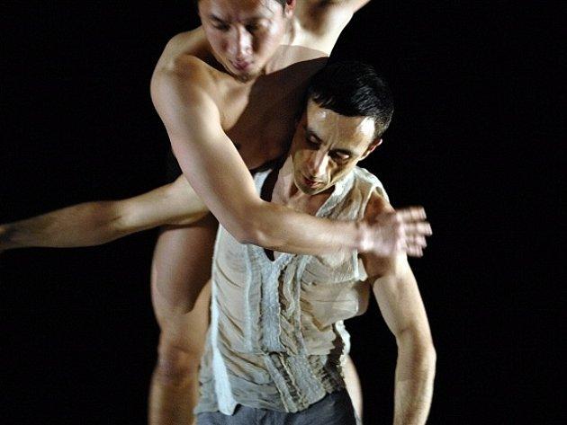 Festival Tanec Praha slavnostně zahájí německý taneční soubor Sasha Waltz & Guests se svým představením Impromptus.