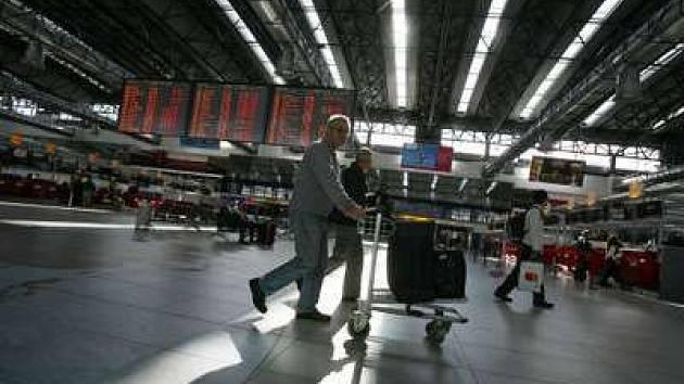 Letiště Praha Ruzyně se rok od roka modernizuje a cestující si toho všímají.