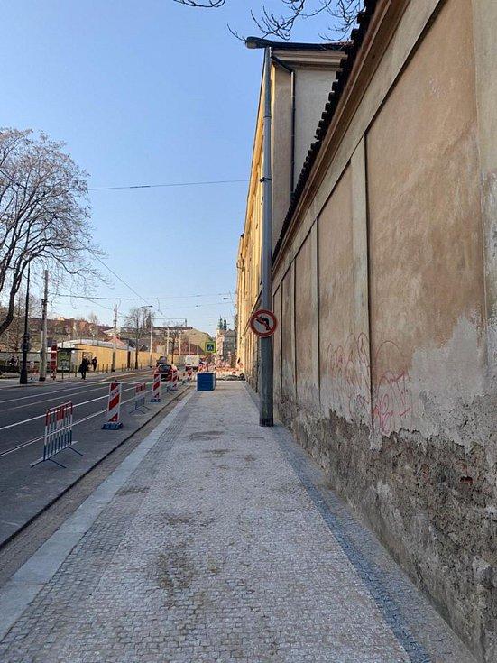 Praha rozšířila chodník v ulici Na Slupi.