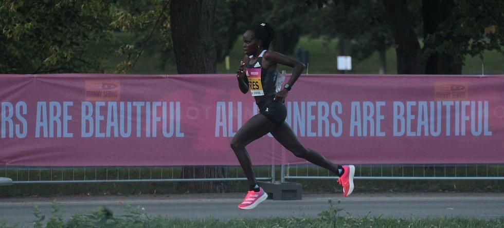 Na Letné se uskutečnil elitní půlmaraton. Keňanka Peres Jepchirchirová zaběhla půlmaratonský světový rekord v ryze ženském závodě.