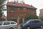 Vila v ulici Na Cihlářce č. 1395 se prodala za 42 000 000,- Kč.