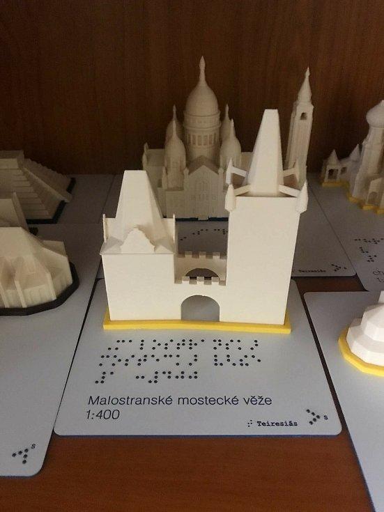 Miniatury památek umožňují nevidomým získat představu, jaký má budova tvar.