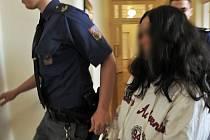 Úmrtím ještě ne čtyřletého chlapce se zabývá Městský soud v Praze. Z vraždy je obžalována 28letá matka dítěte Lenka K. Podle obžaloby se činu dopustila 31. října 2013 v bytě v Mimoňské ulici v Praze 10.