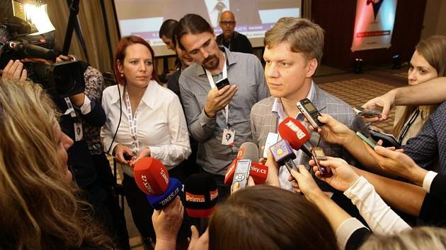 Tomáš Hudeček společně se dvěma nezávislými zastupiteli vydal ve středu 13. ledna 2015 prohlášení, že nebude pokračovat v jednání o menšinové koalici kolem TOP 09.