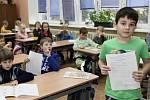 Předávání pololetního vysvědčení prvňáčkům na Základní škole Jarov v Praze 3.