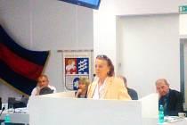 Herečka Iva Janžurová se na jednání zastupitelstva Prahy 6 vyslovila pro zahloubenou variantu trati na letiště.
