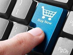 Nakupování po internetu. Ilustrační foto.