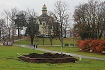 Rybník bude zabírat plochu 7000 metrů čtverečních v menší proláklině u Hanavského pavilonu směrem ke Stalinovi.