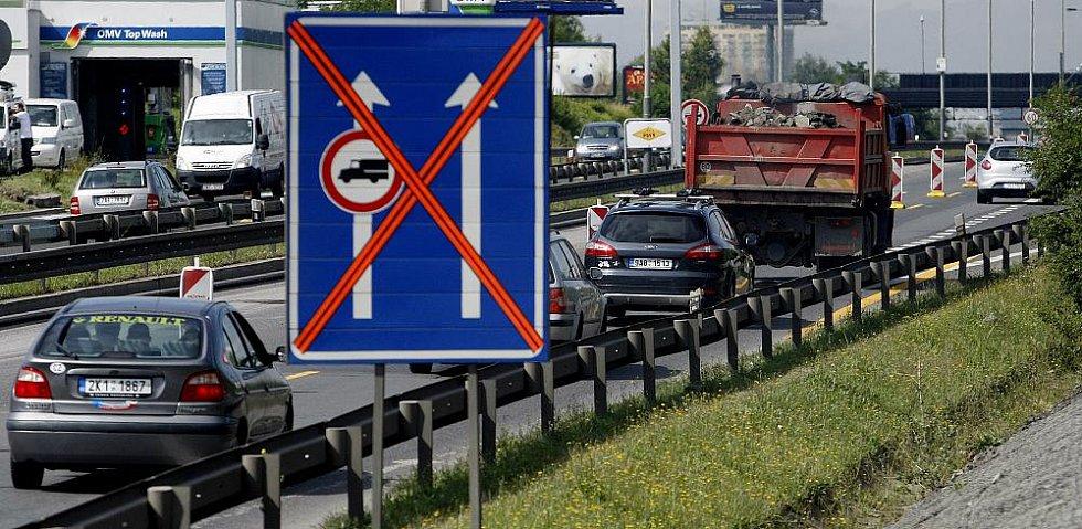 Na pražské Jižní spojce pokračuje dopravní omezení kvůli rekonstrukci povrchu vozovky. Omezení bude až do 24. srpna.