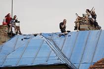 Squatteři na střeše vily Milada.