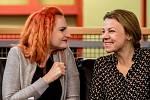 Iva Pazderková a Martina Randová představily spolu stvůrci novou premiéru Divadla Na Fidlovačce Třetí prst na levé ruce