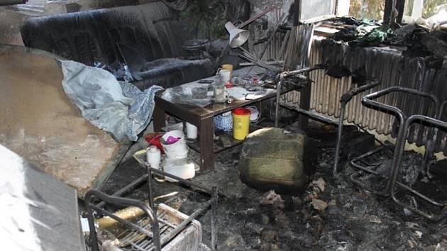 Následky požáru a výbuchu v rodinném domě v Čelákovicích.