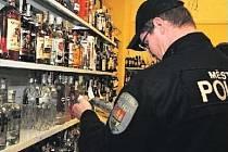 ZÁSAH DO PODNIKÁNÍ, nebo účinné opatření proti pouličním opilcům? Praha 1 chce vyhláškou zakázat prodej alkoholu ve večerkách po 22. hodině. Magistrát pochybuje.