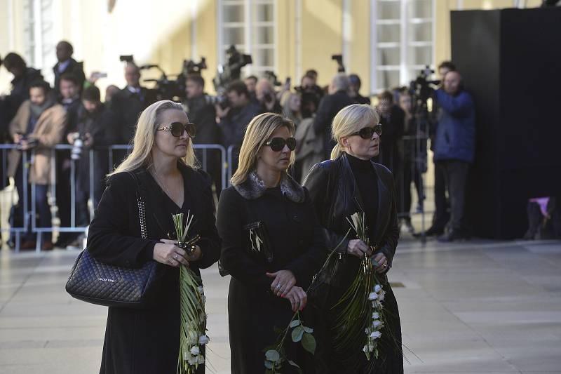 Ve svatovítské katedrále se koná zádušní mše za Karla Gotta, kam mohou jen pozvaní hosté.