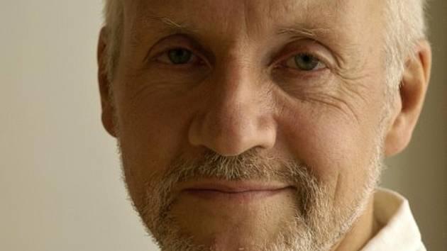 John Ashford z Velké Británie, ředitel mezinárodní sítě Aerowaves a člen festivalové poroty České taneční platformy.