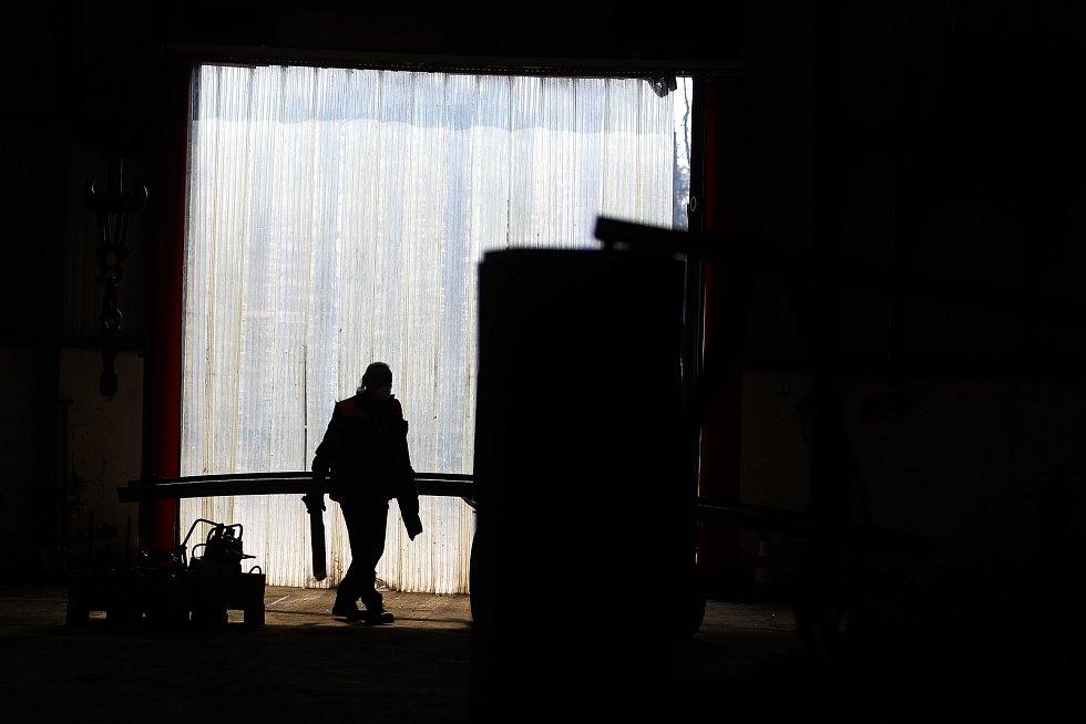 Pražská strojírna navazuje na slavnou Rustonku. od roku 2007 sídlí ve Vinoři.