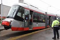 Porucha tramvaje 14T v Holešovicích.