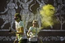 Na dvanáct tisíc lidí se 30. května zúčastnilo vůbec prvního Color Run v Praze