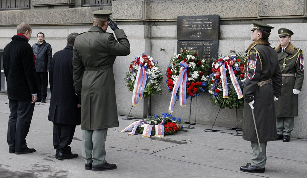 Pietní vzpomínka na dvavadvacet důstojníků, popravených komunistickým režimem.