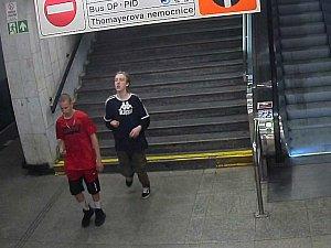 Podezřelí z loupeže v metru na stanici Kačerov.