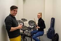 Melogee. V Praze otevřela první sdílená hudební zkušebna.
