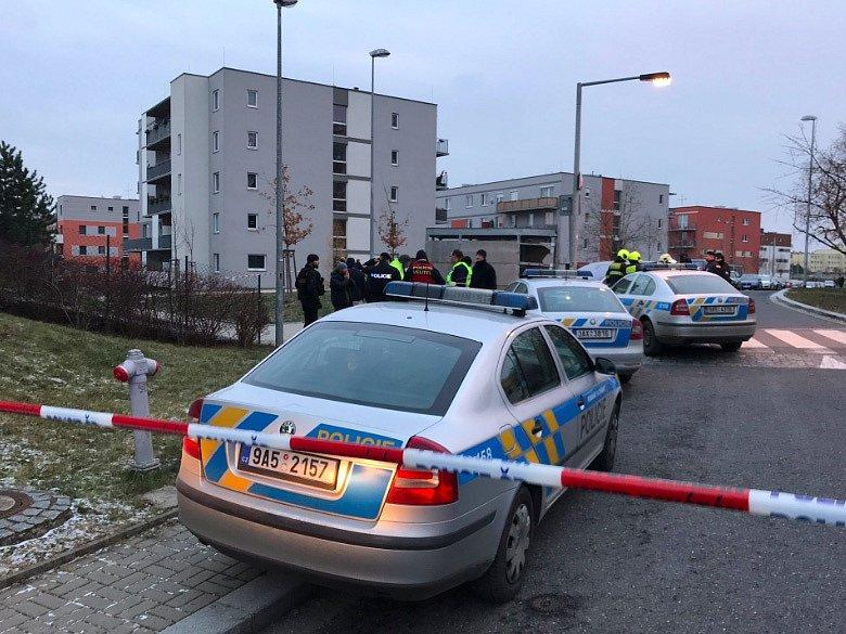 Policie prověřuje střelby, která byla slyšet při sporu mezi mužem a ženou na pražských Hájích.