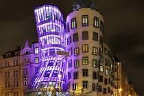 Nasvícený Tančící dům.