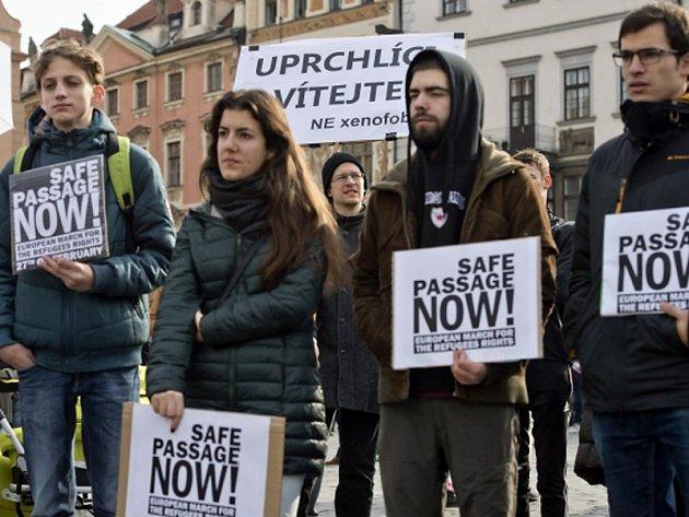Přibližně padesátka lidí se v sobotu 27. února 2016 v Praze zúčastnila Evropského pochodu za práva uprchlíků. Podle účastníků akce se Evropa nesmí uprchlíkům uzavírat a je nutné zastavit obchody pašeráků lidí. Pochod začal na Staroměstském náměstí.