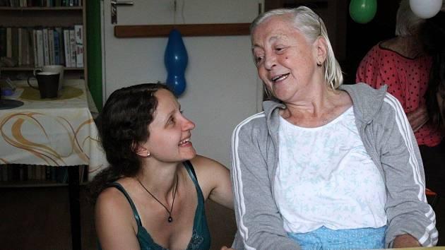 Irena Pajerová spolupracuje s neziskovou organizaci INEX, která se zabývá mezinárodním dobrovolnictvím.