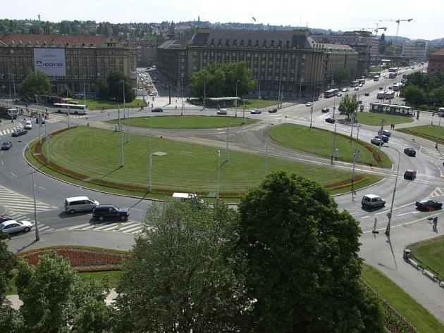 Kruhový objezd na Vítězném náměstí v pražských Dejvicích.