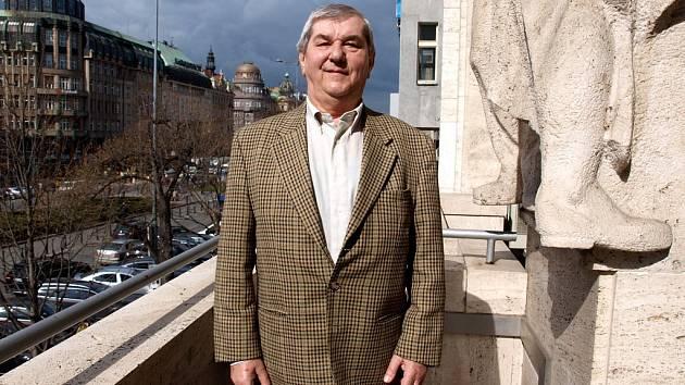 Karel Havlík z Prahy se o svůj cholesterol ani o životní styl nestaral. Dneska je po trojitém bypassu, ale díky léčbě a zlepšení návyků se cítí skvěle.