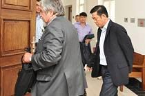 Zprošťující verdikt v kauze vraždy vietnamského podnikatele ve středu pravomocně potvrdil Vrchní soud v Praze, když zamítl odvolání státní zástupkyně.