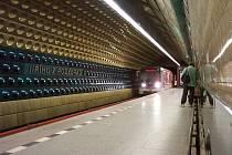 Modernizace stanice metra A Jiřího z Poděbrad začala v září 2021.