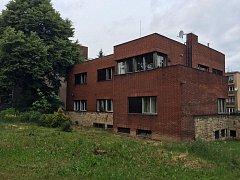 Vila na Petřinách. Majitel ji nechal zbourat před dvěma týdny. Dům ochranu získal, ale ministerstvo kultury ji posléze stáhlo kvůli odvolání majitele.