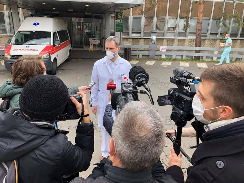 Zdeněk Hřib nastoupil jako dobrovolník do Fakultní nemocnice Královské Vinohrady.