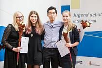 Finalisté Mezinárodní debaty mládeže (Jugend debattiert international).