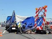 Havárie nákladního auta.
