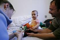 Mají dítě hospitalizované v nemocnici, a aby s ním mohli na odděleních přespat, musejí si přinést karimatky. Taková je běžná praxe v pražských nemocnicích./Ilustrační foto