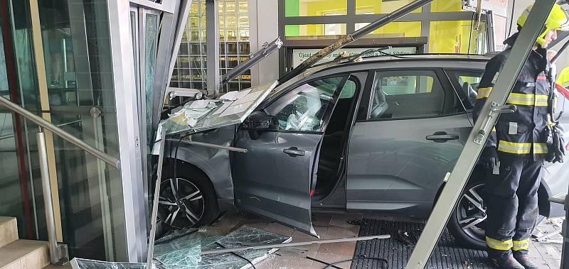 Nehoda v Újezdu nad Lesy.