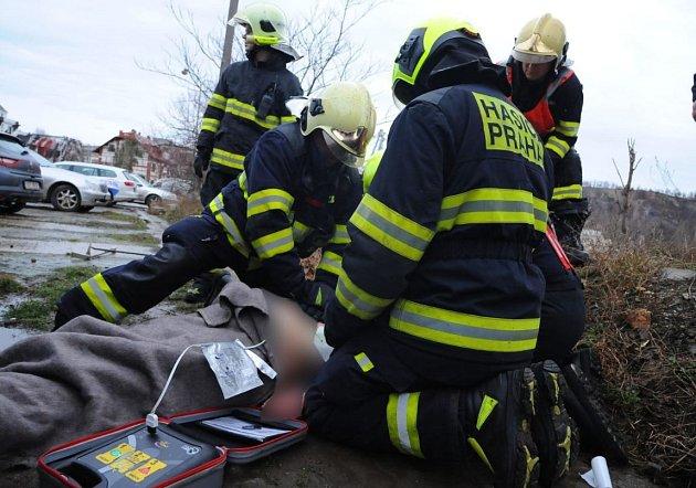 Požár dodávky v ulici Jankovcova na Praze 7.