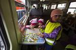 Cyklohráček - speciální vlaková souprava přestavěná na pojízdné hřiště pro děti.