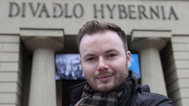 Jazzový a swingový zpěvák Jan Smigmator.