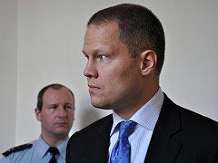 Filip Bušina v soudní síni.
