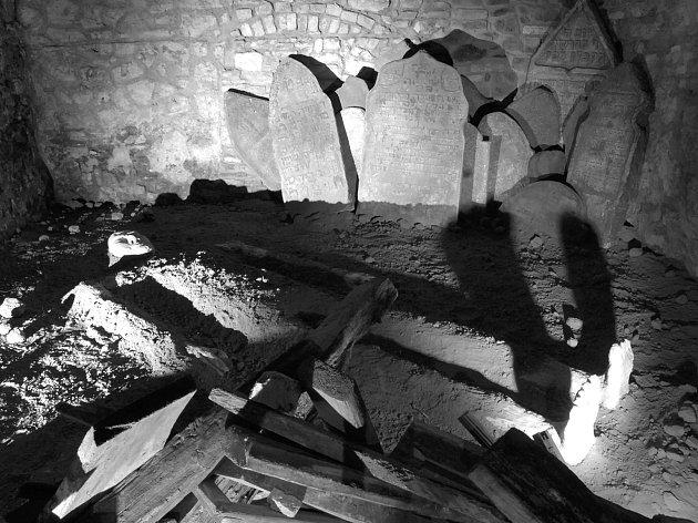 Ochránce Židů odpočívá v podzemí Mostecké ulice v Praze 1.