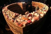Slavnostní odhalení Havlova srdce ze svíček u Národního divadla v pátek 10.února.