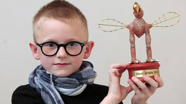 Setkání s deseti vítězi soutěže pro talentované a nadané děti Zlatý oříšek. Na snímku Jan Čmejka, hra na klavír